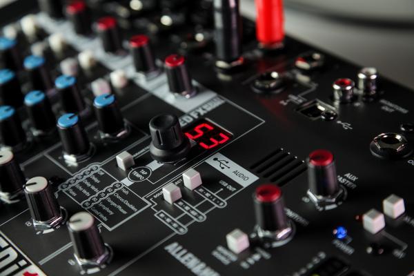 Mixer Analogic Allen & Heath ZEDi 10 FX, 10 canale cu interfata USB si efect incorporat